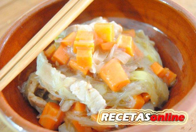 Fideos de arroz con lomo y verduras - Recetas de cocina RECETASonline