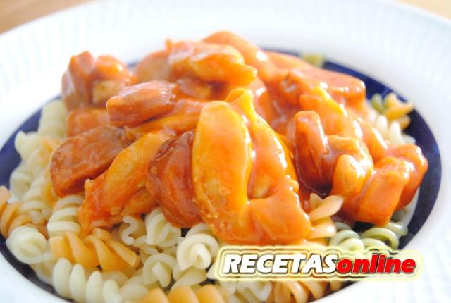 Pasta con pavo y chorizo - Recetas de cocina RECETASonline
