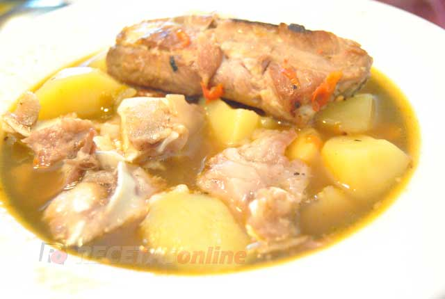 Patatas-guisadas-con-costillas-y-oreja---Recetas-de-cocina-RECETASonline