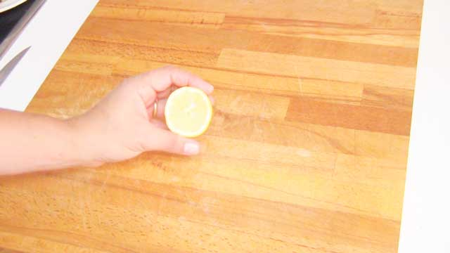 Limpiar tabla de cocina de madera